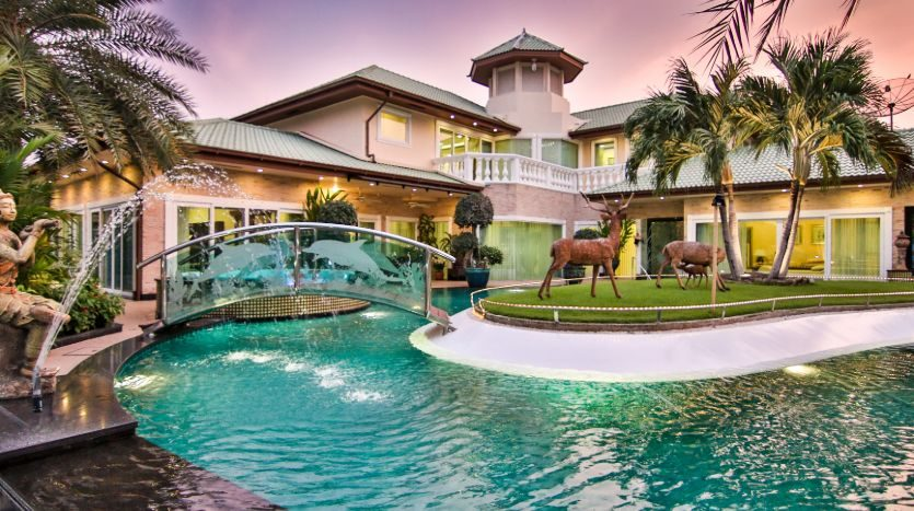 538m² Royal, Elegant Villa For Sale - Pattaya, Thailand